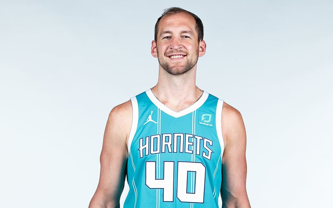 Charlotte Hornets Unveil New Pinstripe Jerseys