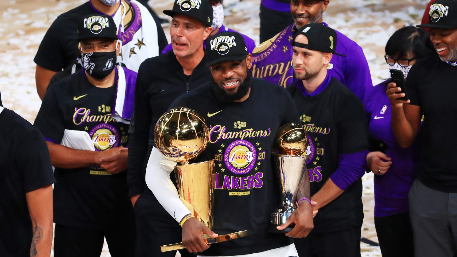Lakers' Public Title Celebration Has to Wait Due to COVID-19