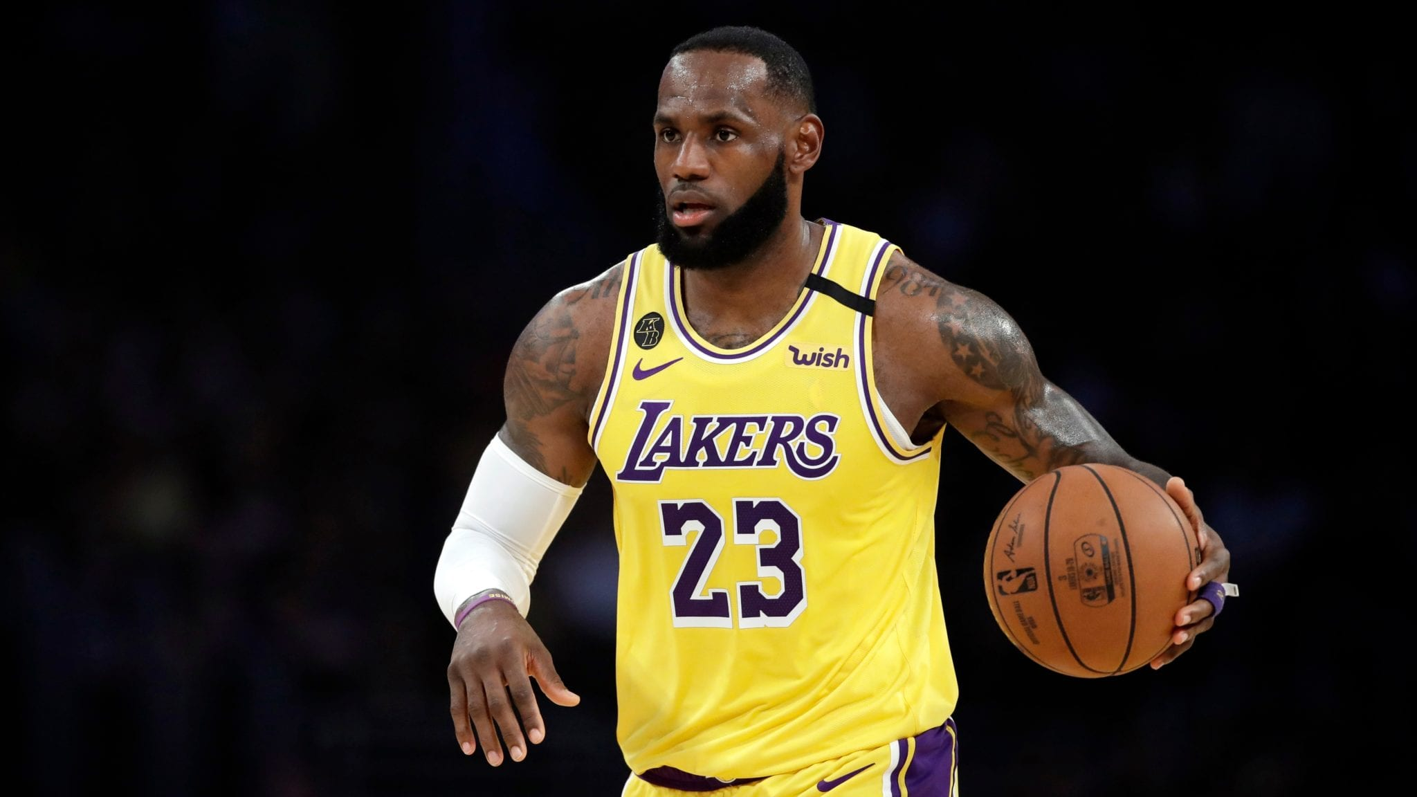 LeBron James To Pass $1 Billion In Career Earnings This Year