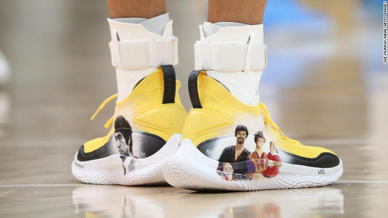 Steph Curry Supports the Asian Community by Auctioning Shoes