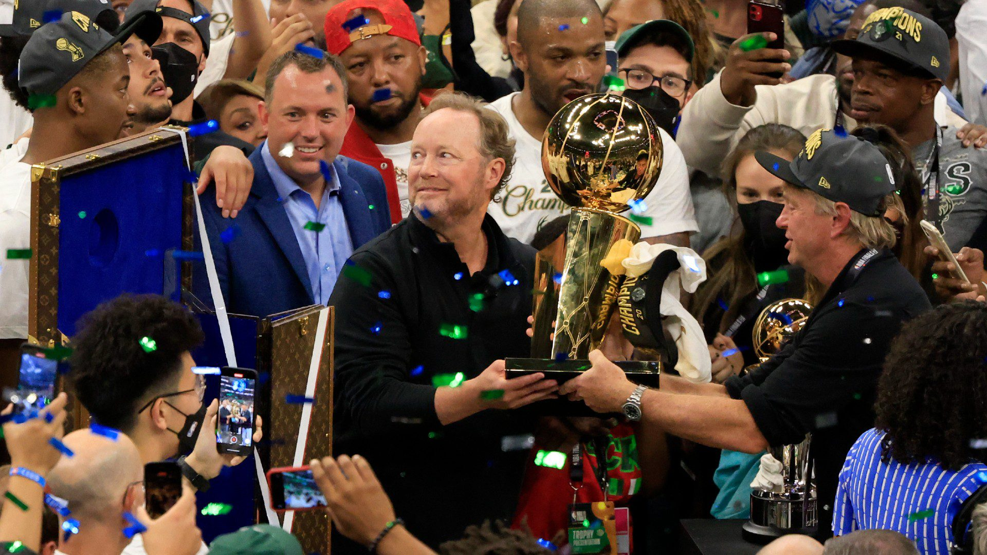 Mike Budenholzer and Milwaukee Bucks Agree to 3-Year Extension