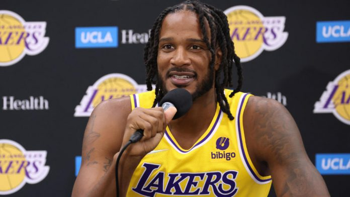 Trevor Ariza being introduced as a new Lakers player